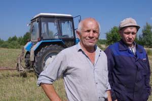 Механизатор В. А. Дурков с сыном.