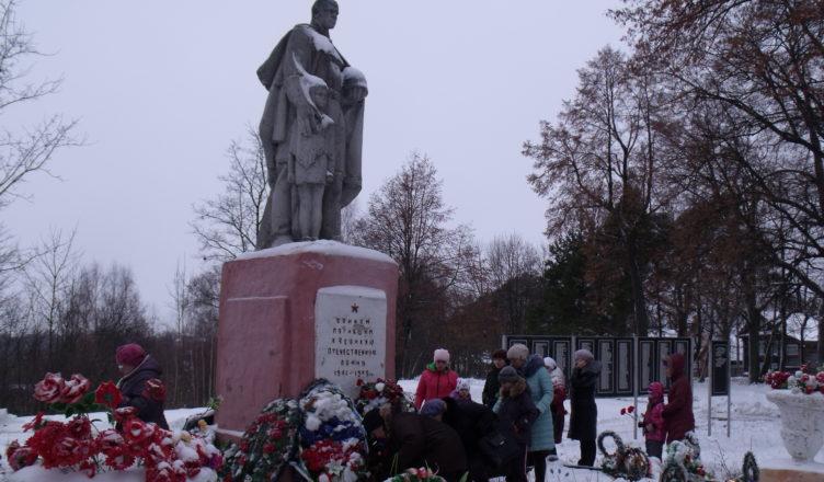 ВТроицке почтили память неизвестного бойца